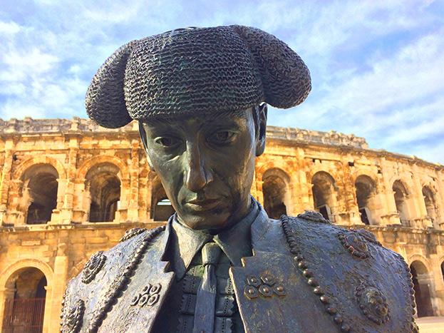 Statue de Nimeño II à Nîmes