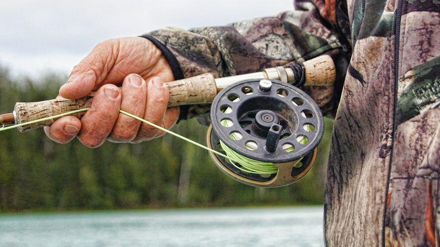 La pêche à la ligne. (image d'illutsration)