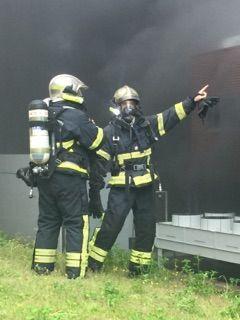 Les pompiers de Nice en action devant l'hôpital l'Archet - Radio France
