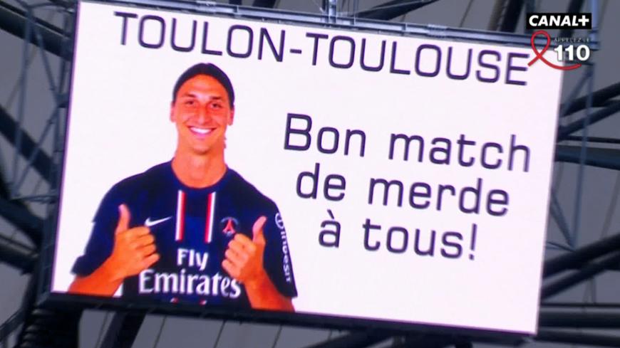 Le montage de Zlatan Ibrahimovic diffusé sur les écrans géants du stade Vélodrome avant le match de rugby Toulon - Toulouse