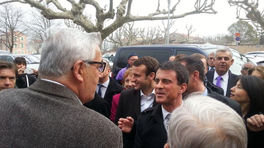 Manuel Valls arrive à Privas, première étape de son déplacement ardéchois