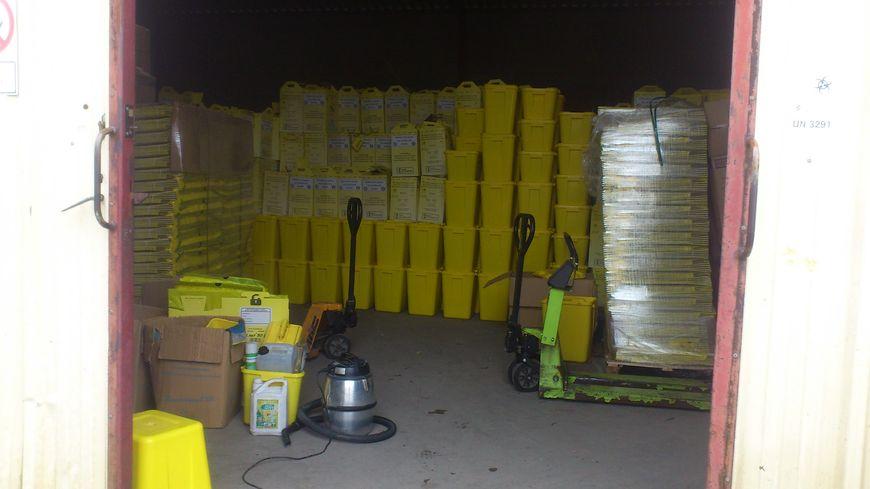 Une centaine de tonnes de déchets s'entassent depuis plusieurs semaines dans les locaux de l'entreprise