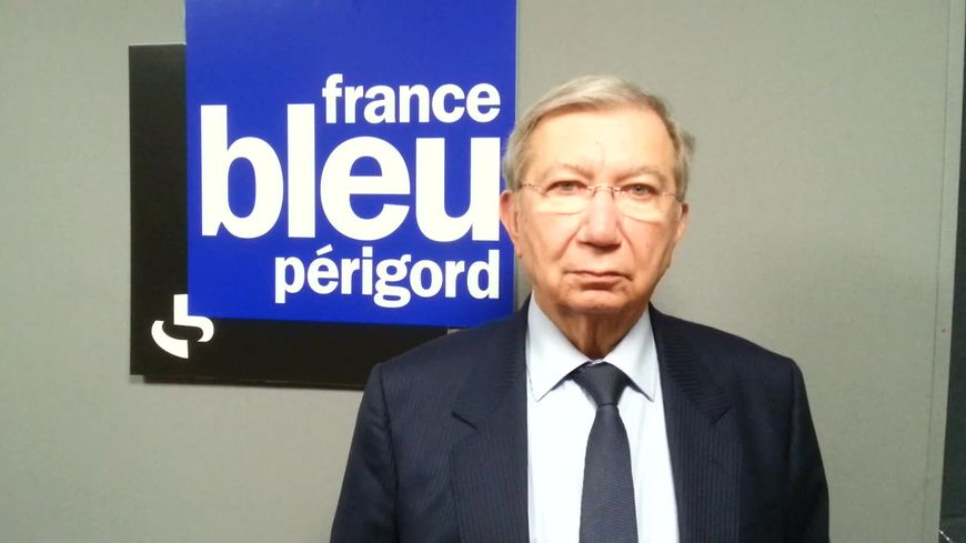 Bernard Cazeau, dans les locaux de France Bleu Périgord.