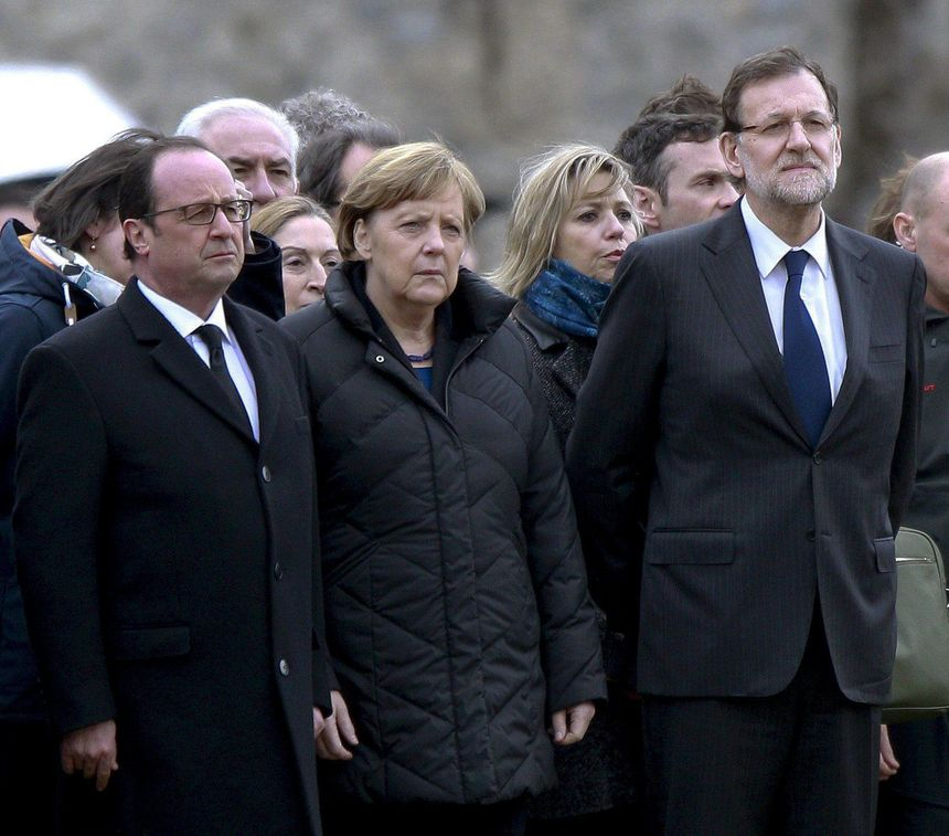 François Hollande, Angela Merkel et Mariano Rajoy sur le site du crash de l'A320 - MaxPPP