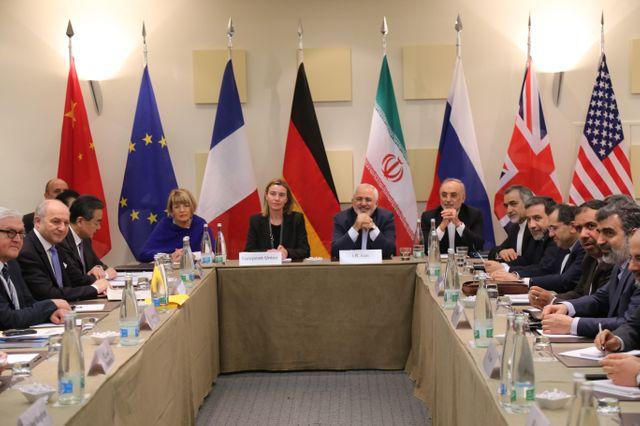 Les diplomates réunis pour les négociations autour du nucléaire iranien, à Lausanne, en Suisse, le 30 mars 2015.