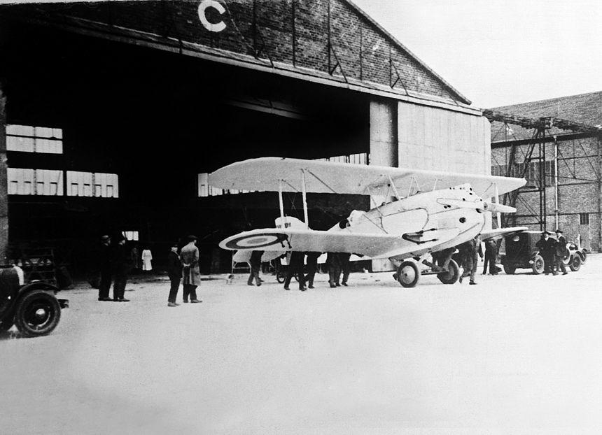 """Le 1 mai 1927 : les derniers préparatifs du biplan """"L'Oiseaux blanc"""", piloté par Charles Nungesser et François Coli - MaxPPP"""