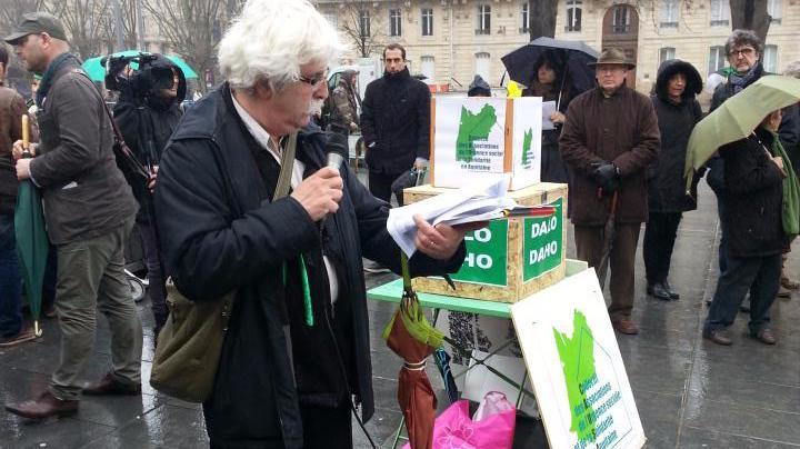 Le collectif des associations de l'urgence a mobilisé place Pey-Berland à Bordeaux