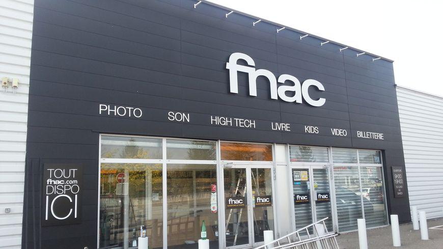 La FNAC d'Aubenas dans la zone commerciale Ponson-Moulon