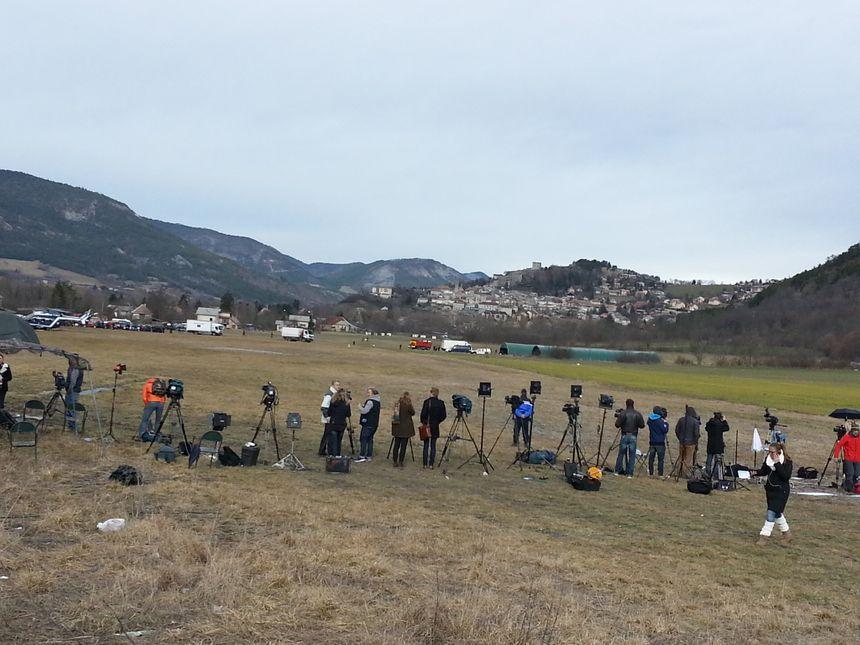 Des médias du monde entier rassemblés à Seyne-les-Alpes pour suivre les opérations - Radio France