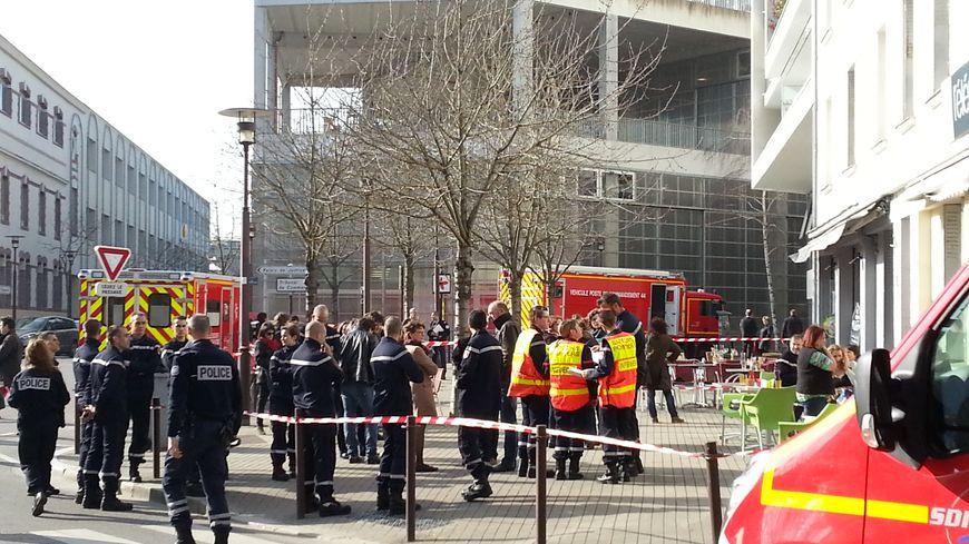 Nantes : des pompiers prennent en charge les témoins choqués par l'agression mortelle