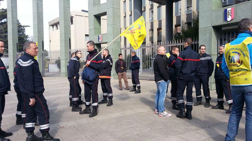 Les pompiers manifestent à l'appel du Syndicat Autonome