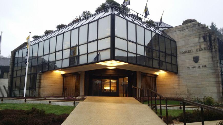Le long des Quai à Quimper, le Conseil général devient avec cette élection Conseil départemental.