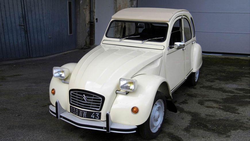La 2CV a été vendue une première fois 18.000 euros en avril 2014.