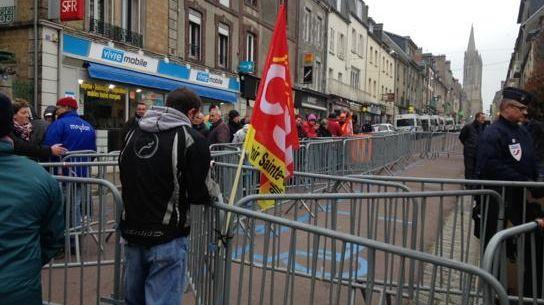 Une soixantaine de salariés d'AIM devant le tribunal de commerce de Coutances qui examine le sort des abattoirs