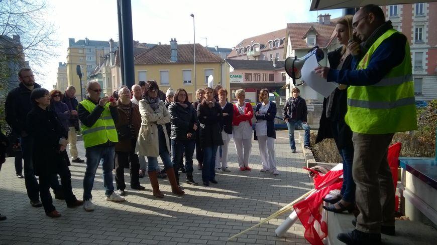 Manifestation devant l'hôpital de Belfort