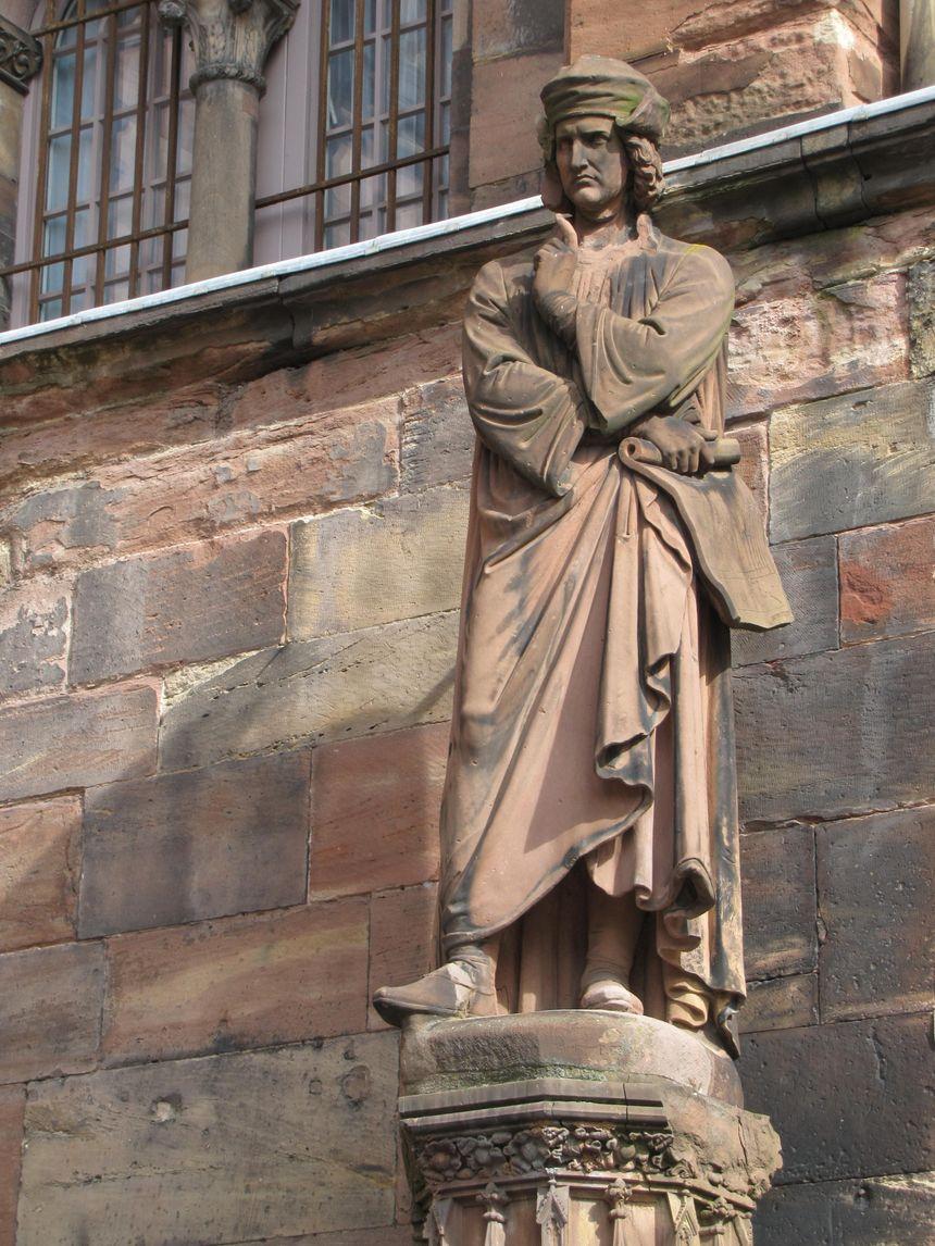 Statue d'Erwin von Steinbach à la cathédrale de Strasbourg - Creative commons