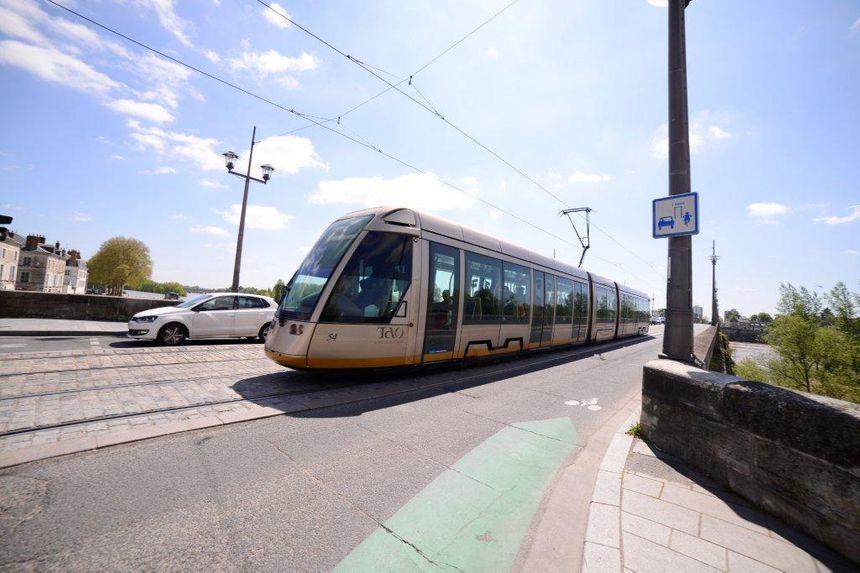 Orl ans un rhinoc ros sur la ligne de tramway - Horaire tram orleans ligne a ...