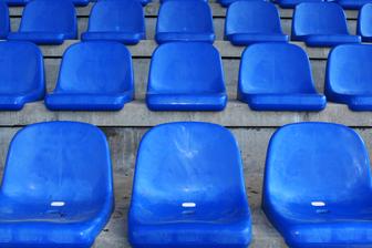 siège bleu stade gradin