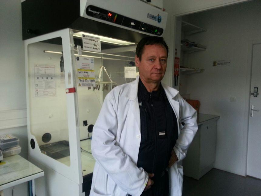 Le major Frédéric Rateau, chef de la cellule d'identification criminelle - Radio France