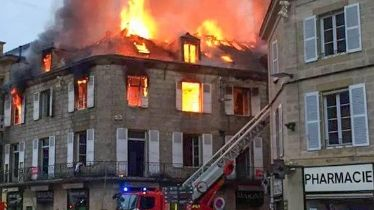 brive la gaillarde violent incendie dans le centre ville. Black Bedroom Furniture Sets. Home Design Ideas