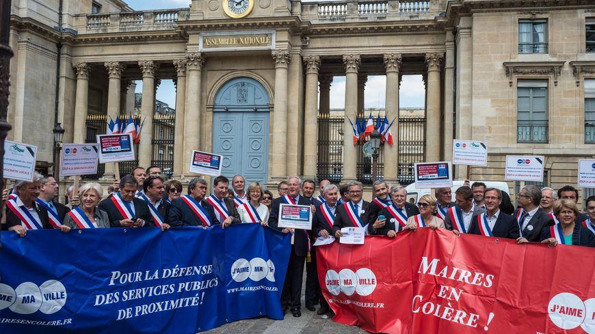 Pasidupes les maires de france ont massivement manifest contre la coupe dans les dotations de - Dotation coupe de france ...