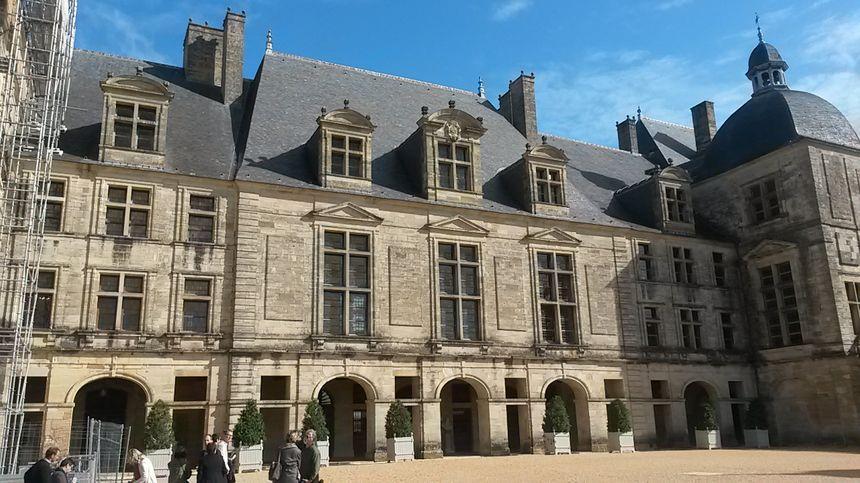 La mort de Louis XIV, film tourné au chateau de Hautefort 860_2015_10_08_tournage_film_hautefort_4