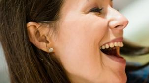 Jeune femme - rire