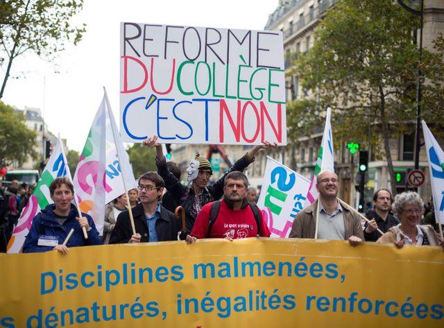 Les opposants à la réforme du collège descendent dans la rue samedi pour crier haut et fort leur détermination