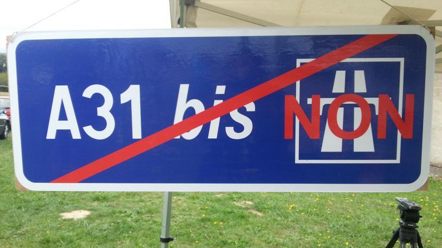 Les habitants de Florange manifestent ce matin contre le tracé de l'A31 bis.