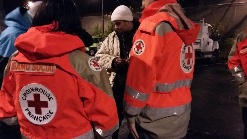 Les bénévoles du Samu social font des maraudes tous les soirs.
