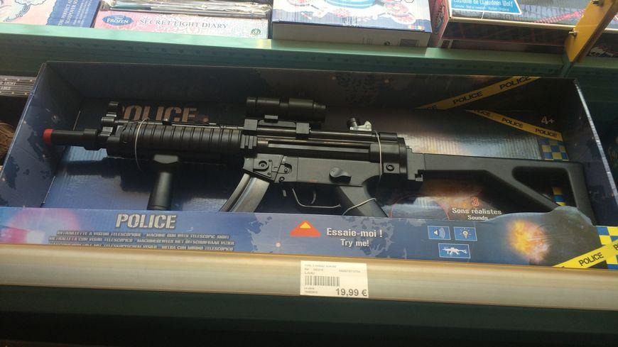 faut il continuer vendre des armes en plastique dans les magasins de jouets. Black Bedroom Furniture Sets. Home Design Ideas