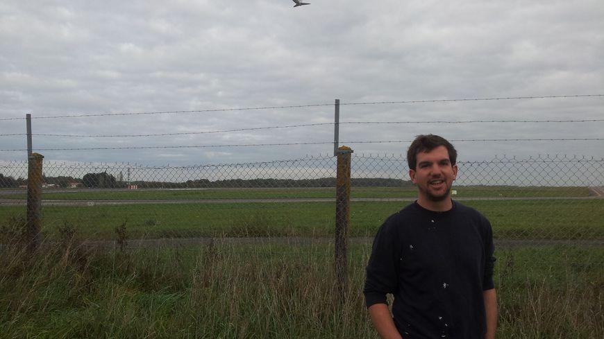Samuel, 35 ans, habite au bout de la piste de Nantes-Atlantique.