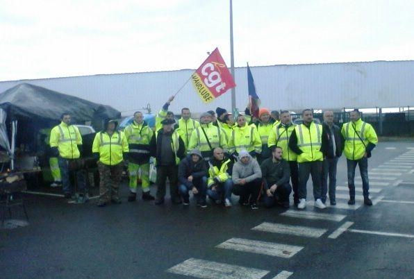 Les agents en piquet de grève au dépot de Foncouverte  - Radio France