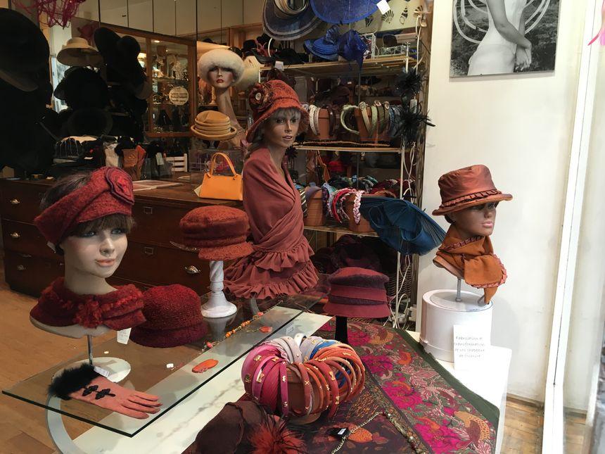 Les chapeaux peuvent être créés sur mesure et selon les choix des clientes - Radio France