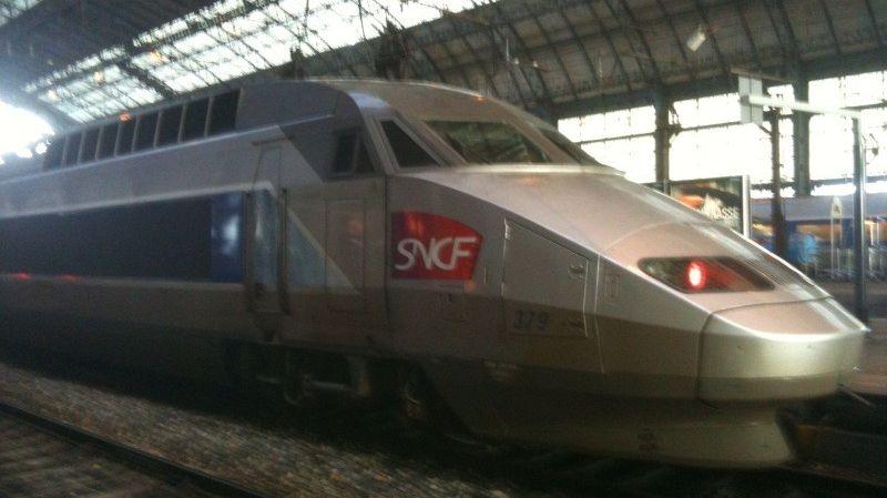 Un TGV en gare Saint-Jean à Bordeaux