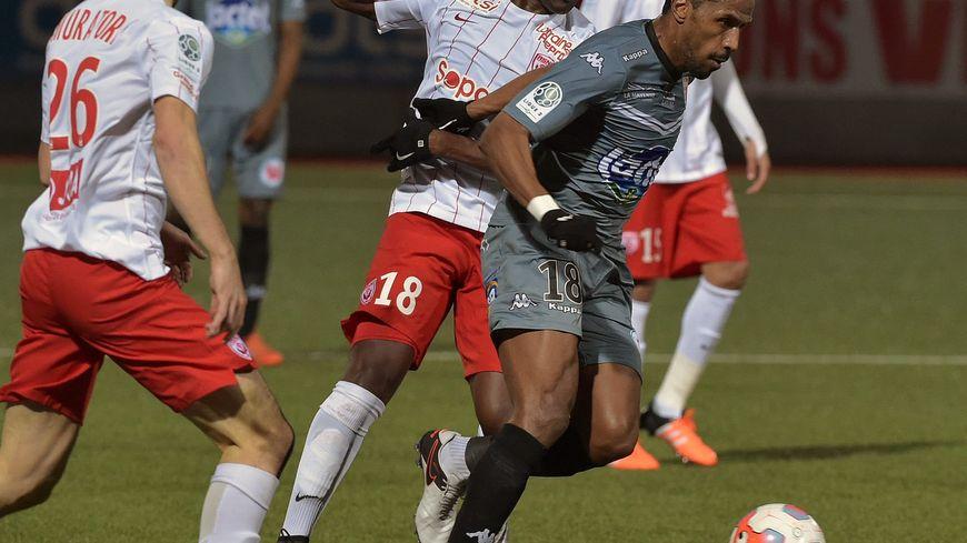 Diallo Guidileye est à la lutte avec Hassane Alla