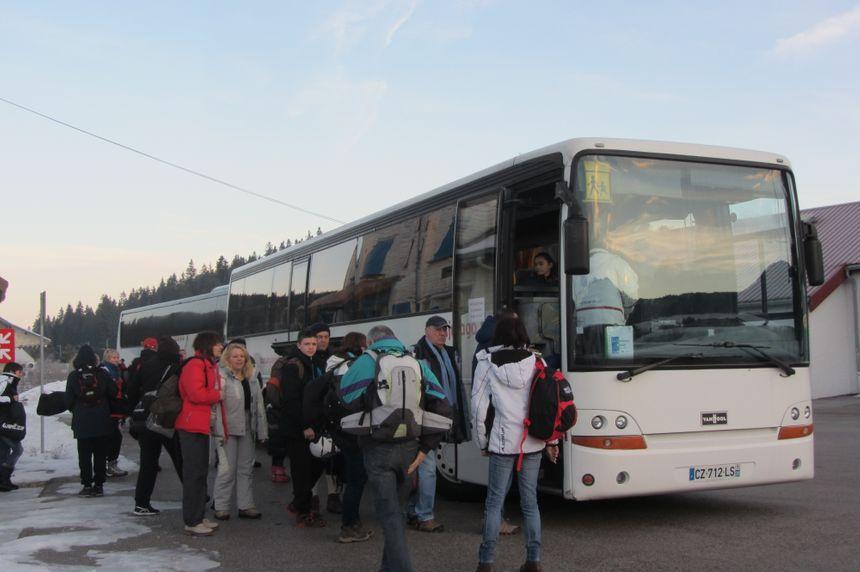 Train, car et forfait de ski, la journée coûte 45, 50 euros par adulte. - Radio France