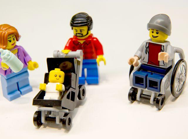 Chez Lego, on va plus loin en intégrant le handicap dans un nouveau coffret.