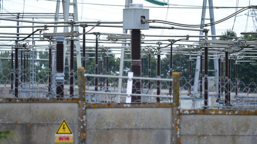 70.000 foyers étaient privés d'électricité lundi soir dans le Var