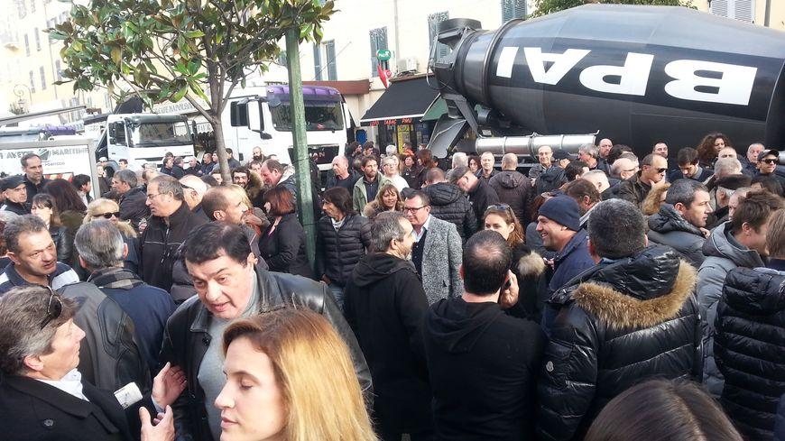 Manifestation devant la préfecture de Corse à Ajaccio