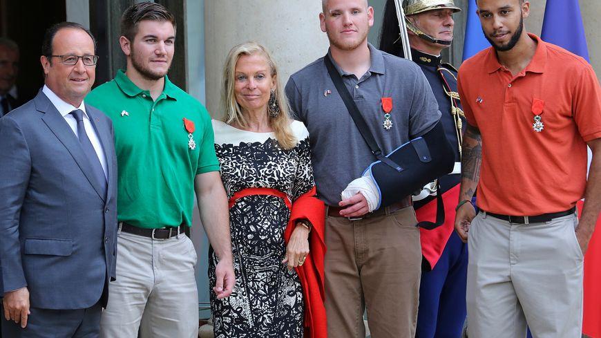 """Attentats : les """"héros"""" du Thalys avaient été décorés en août"""