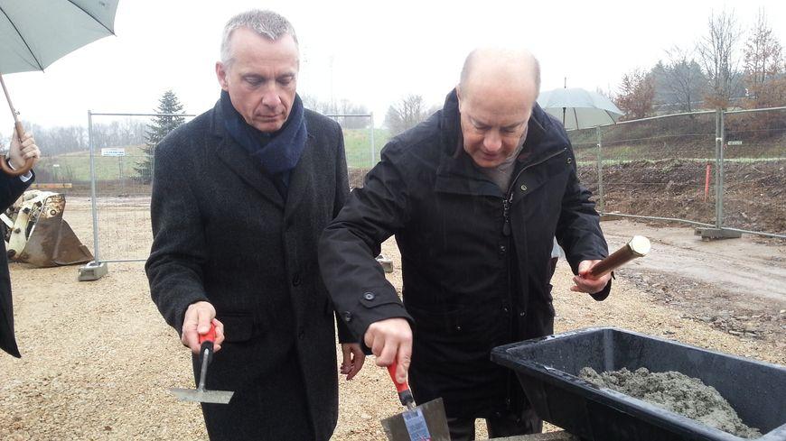 Bernard Combes et Jérôme Le Conte ont lancé les travaux du crématorium.