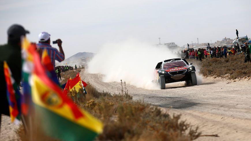 Sébastien Loeb en action dans sa peugeot sur le Dakar 2016