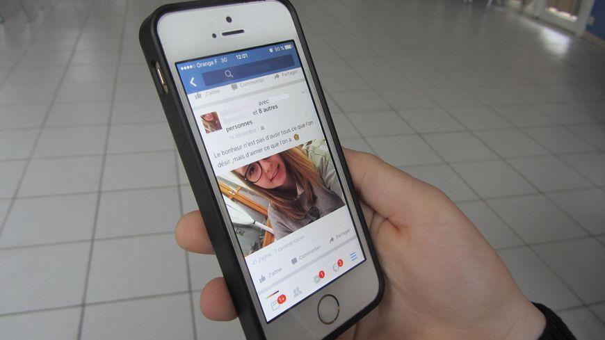 Au collège, le cyber-harcèlement passe surtout par des commentaires sur Facebook
