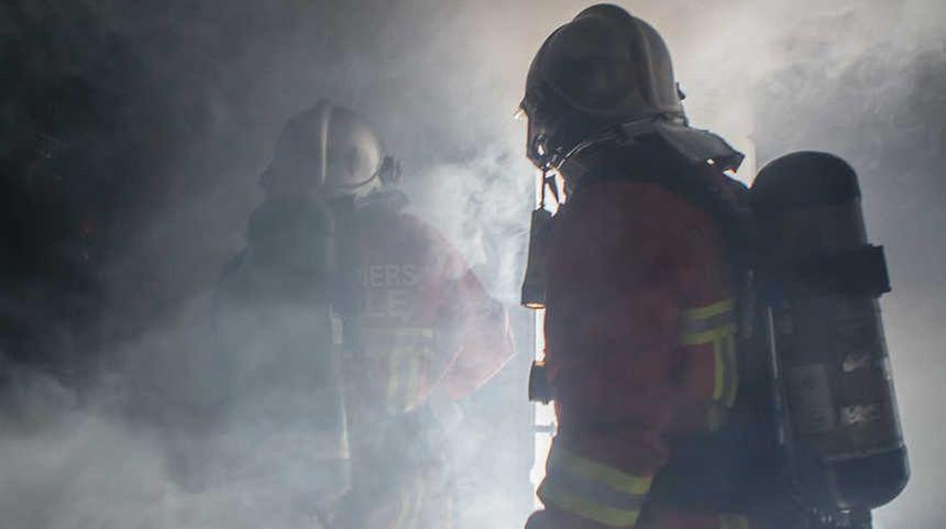 Le bébé de 12 mois a respiré les épaisses fumées toxiques - Aucun(e)