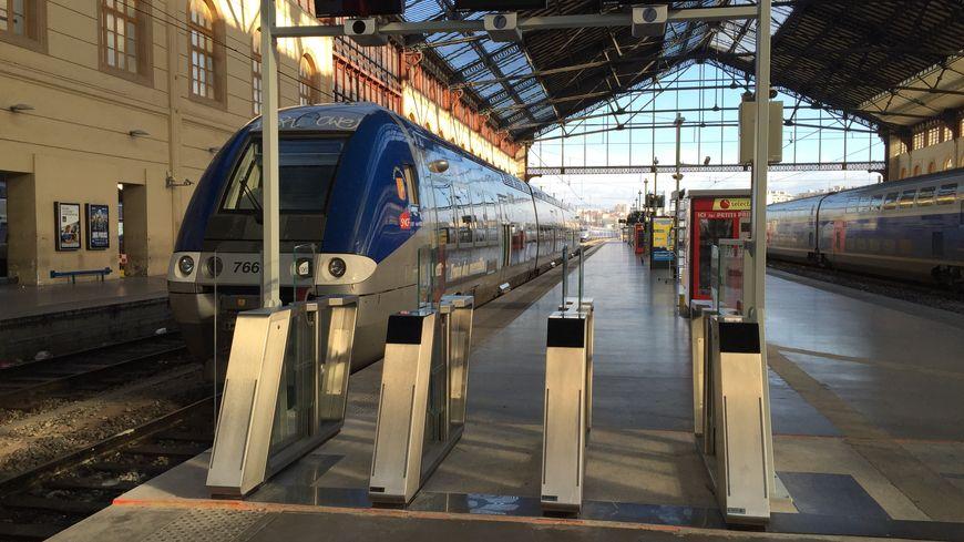 """Les nouvelles """"portes d'embarquement"""" testées à la gare de Marseille"""