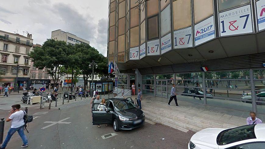 Marches de la mairie des 1er et 7e arrondissement de Marseille (illustration)