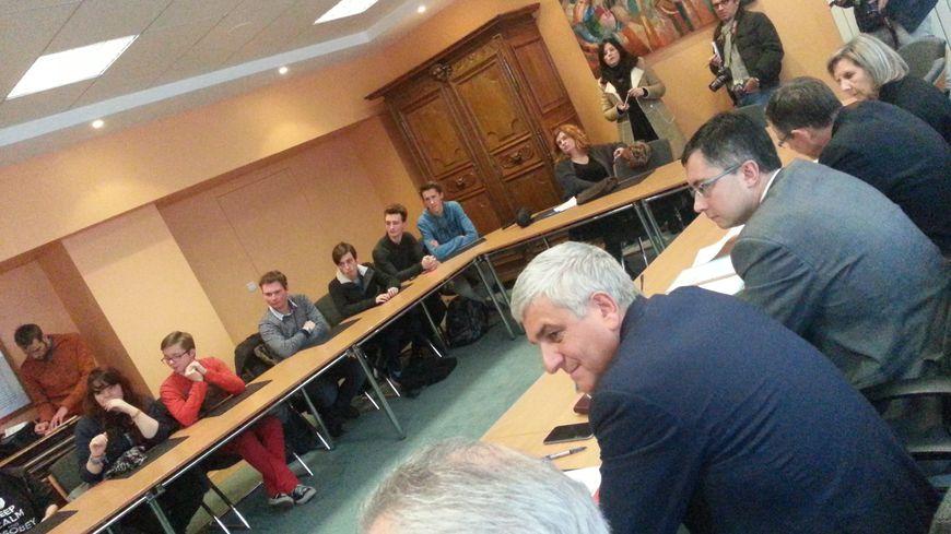 Hervé Morin a échangé avec le conseil pour la vie lycéenne de Malherbe