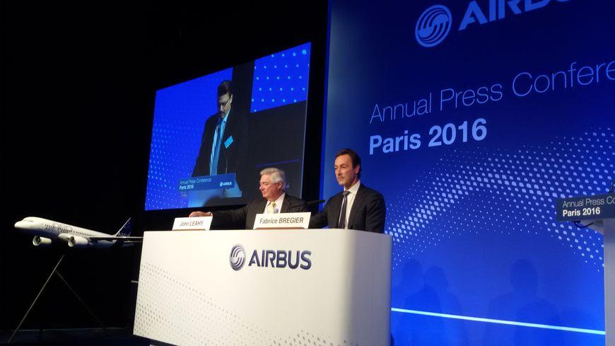 Fabrice Brégier, le PDG, et John Leahy, le responsable commercial d'Airbus