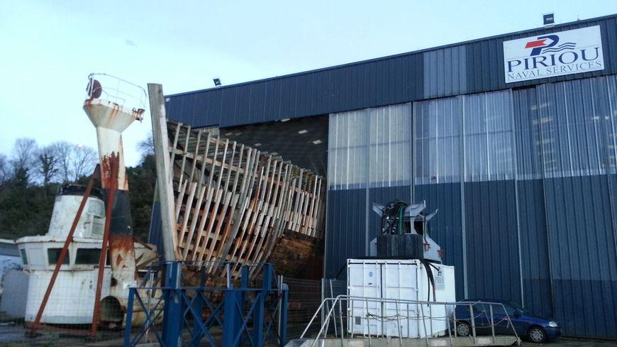 La Calypso pourrie dans les hangars de Concarneau depuis 2007.